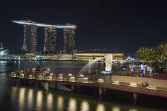 新加坡Merlion公园在晚上 免版税库存图片