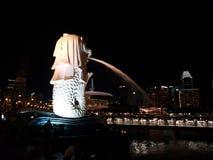新加坡Merlion在晚上 免版税库存照片