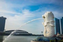 新加坡Merlion,新加坡的标志小游艇船坞海湾的 库存图片