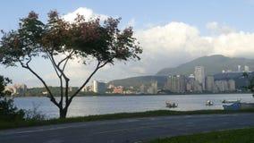 新北市人` s河沿自行车路风景, Taiwa 免版税库存照片