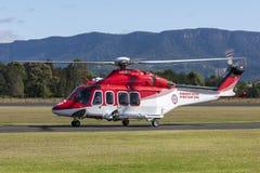 新南威尔斯AgustaWestland AW-139 VH-SYJ救护机直升机救护车服务在伊拉瓦拉地方机场 免版税库存照片