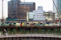 新发展计划在银行街道上的建造场所在金丝雀码头 免版税库存照片
