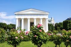 新古典主义的忒修斯寺庙,在1821年完成 Hephaestus寺庙的这件小规模复制品在雅典 Volksgarten Vienn 图库摄影