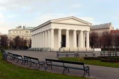 新古典主义的忒修斯寺庙,在1821年完成 Hephaestus寺庙的这件小规模复制品在雅典 Volksgarten 免版税库存图片