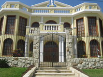 新古典主义的房子 免版税库存照片