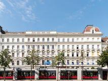 新古典主义的葡萄酒建筑学在街市维也纳 库存图片