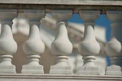 新古典主义的离子建筑细节 免版税图库摄影