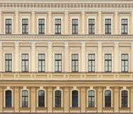 新古典主义的建筑学墙壁有窗口葡萄酒背景 免版税库存图片