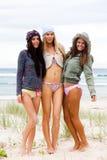 新可爱的海滩的妇女 免版税库存图片