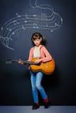 新吉他弹奏者 免版税图库摄影