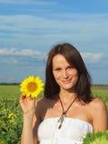 新向日葵的妇女 免版税库存照片