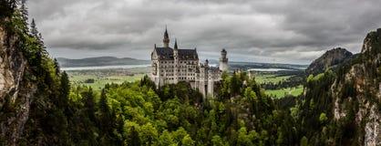 新天鹅堡城堡全景,巴伐利亚,德国 免版税图库摄影