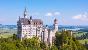 新天鹅堡城堡夏天视图  图库摄影