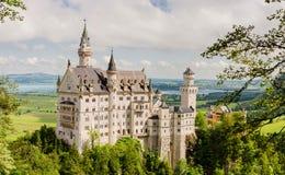 新天鹅堡城堡是19世纪罗马式复兴宫殿在巴伐利亚,德国 免版税图库摄影