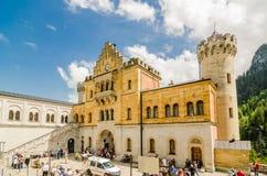 新天鹅堡城堡是19世纪罗马式复兴宫殿在巴伐利亚,德国 库存照片