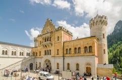 新天鹅堡城堡是19世纪罗马式复兴宫殿在巴伐利亚,德国 免版税库存图片