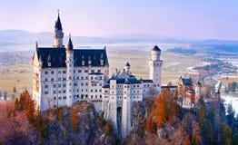 新天鹅堡,在慕尼黑,德国附近的美丽的童话城堡 免版税图库摄影