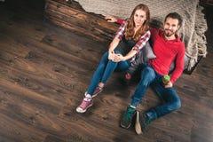 新夫妇在家 免版税图库摄影