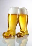 新奇起动形状的啤酒杯 库存图片