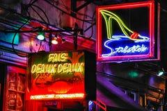 新奥尔良保守主义者街道脱衣舞厅和棒 免版税库存图片
