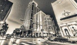 新奥尔良- 2016年2月:城市街道和大厦在晚上 库存图片