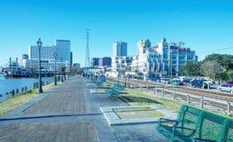 新奥尔良- 2016年2月11日:城市skylinefrom riverwalk 的treadled 免版税库存照片