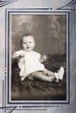 新女婴纵向老葡萄酒照片  免版税库存图片