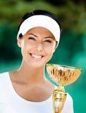 新女性网球员赢取了竞争 免版税库存照片