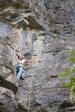 新女性登山人 免版税库存照片