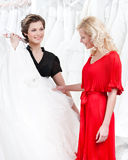 新娘关于礼服是决定不了 免版税库存照片