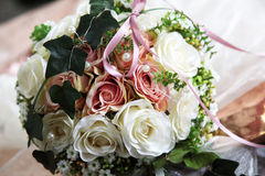 新娘典雅的花玫瑰空白黄色 库存图片