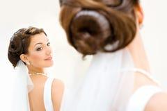 新娘前镜子 免版税图库摄影