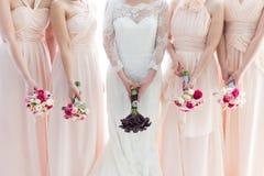 新娘和女傧相 免版税库存照片