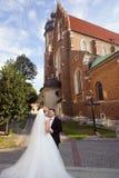 新娘和新郎在婚礼前 免版税库存图片