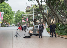 新娘和新郎在海德公园 库存图片