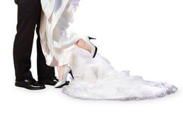 新娘和新郎脚在婚礼之日 免版税库存照片