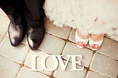 新娘和新郎腿 免版税库存图片