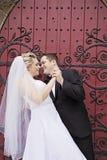 新娘和新郎舞蹈 免版税库存图片
