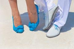 新娘和新郎英尺 免版税库存照片