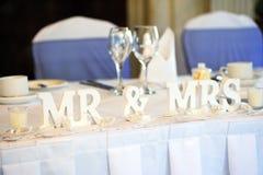 新娘和新郎顶部表 库存照片