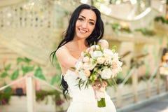 新娘在公园 库存照片
