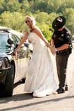 新娘在她的婚礼之日被拘捕 免版税库存图片