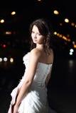 新娘城市礼服晚上婚礼 免版税库存照片
