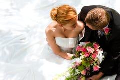 新娘夫妇修饰婚礼 库存照片