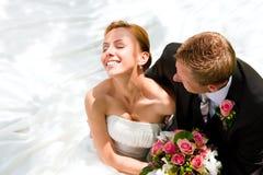 新娘夫妇修饰婚礼 免版税库存图片