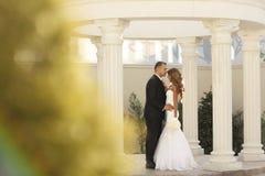新娘夫妇在他们的婚礼之日 库存图片