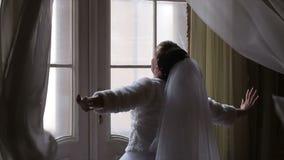 新娘打开帷幕 股票视频