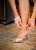 新娘折的鞋子 免版税库存图片