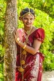 新娘摆在Poruwa期间在科伦坡,斯里兰卡 免版税图库摄影