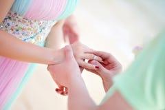 新娘新郎环形佩带 免版税图库摄影